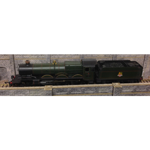 GMR Airfix Castle Class 4-6-0 Steam Locomotive No.7021 Haverfordwest Castle in BR Green