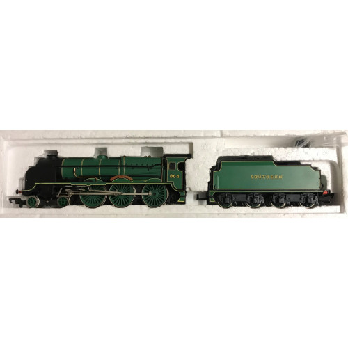 Bachmann 31-401 Lord Nelson Class Locomotive No.864 Sir Martin Frobisher in Malachite Green