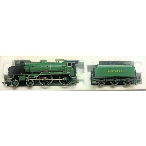 Hornby R380 SR Schools Class V Locomotive 'Stowe' with Smoke