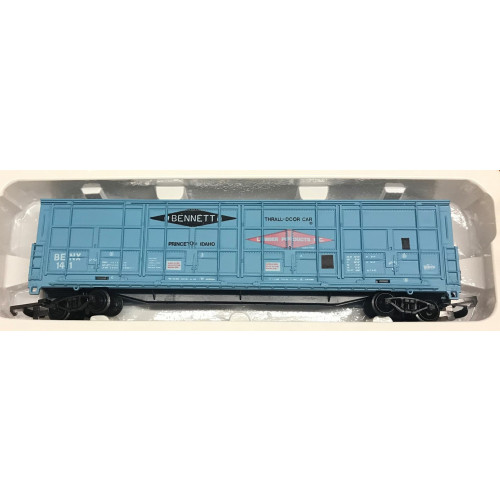 Pack of 4 Life-Like Trains HO Scale Blue Thrall Door Box Cars - Bennett Lumber Products