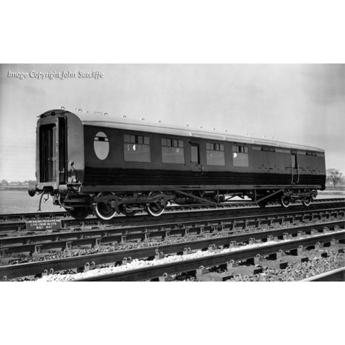 34-460 Thompson 2nd Class Brake Corridor LNER Teak