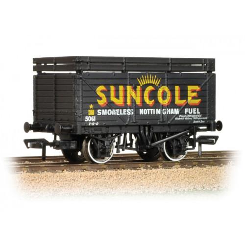 37-208 8 Plank Wagon with Coke Rails 'Suncole'