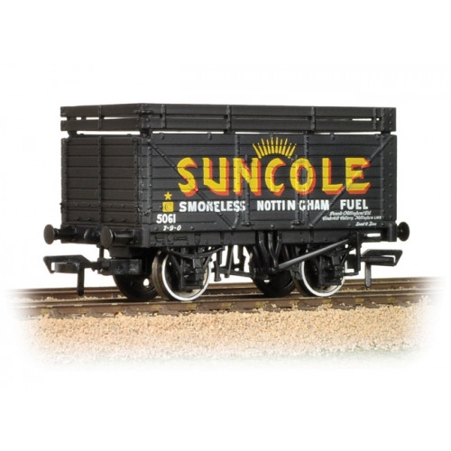 37-208 8 Plank Wagon with Coke Rails 'Suncole'