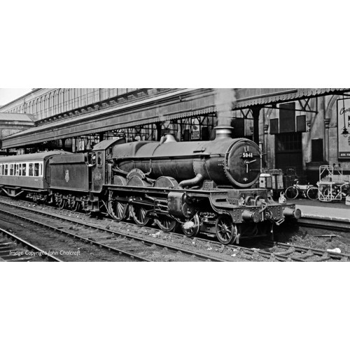 372-031 Castle Class Locomotive No.5041 'Tiverton Castle' in BR Green with Early Emblem
