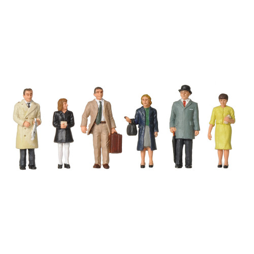 379-315 1960/70s Standing Station Passengers