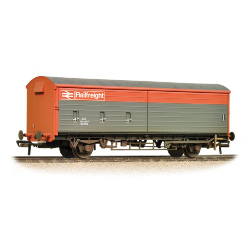 38-120C 35 Ton VAA Sliding Door Box Van in Railfreight Red & Grey Livery & Weathered