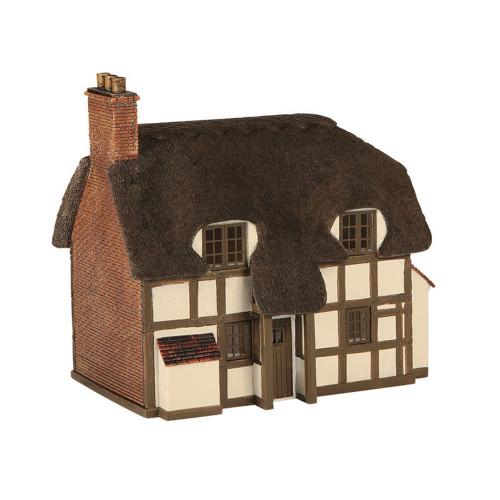 42-0019 N Gauge Thatched Cottage (Pre-Built)