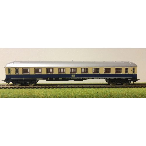Lima HO Scale German DB Railways Coach in Blue/Cream Livery