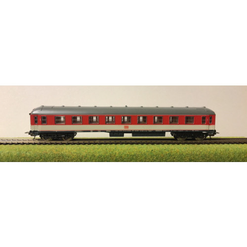 Lima HO Scale German DB Railways Coach in Red/Cream Livery