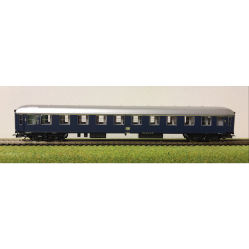 Rivarossi HO Scale German DB Railways Coach in Blur Livery