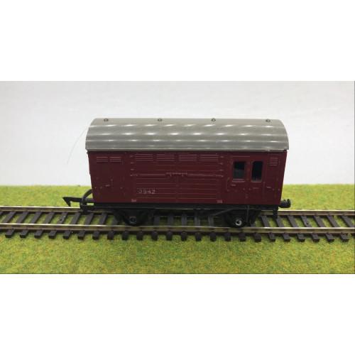 Triang R123 Horse Box No.B542 in Crimson Livery