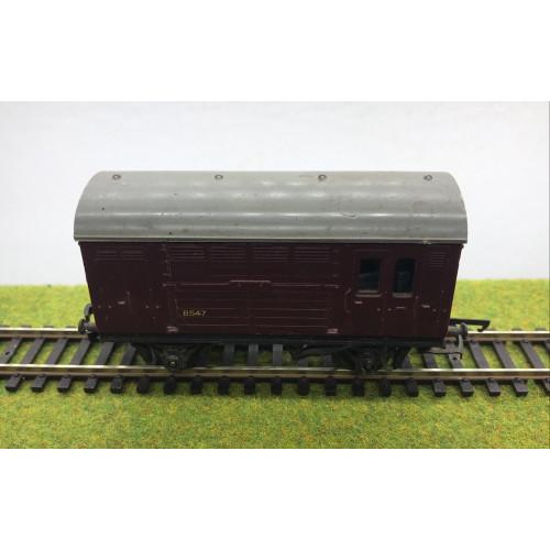 Triang R123 Horse Box No.B547 in Crimson Livery