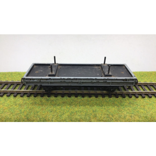 Hornby Dublo Double Bolster Wagon No.B920022 in Grey