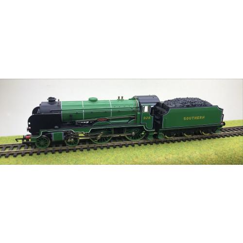 Hornby R380 Schools Class V 4-4-0 Steam Locomotive No.928 Stowe in SR Malachite Green