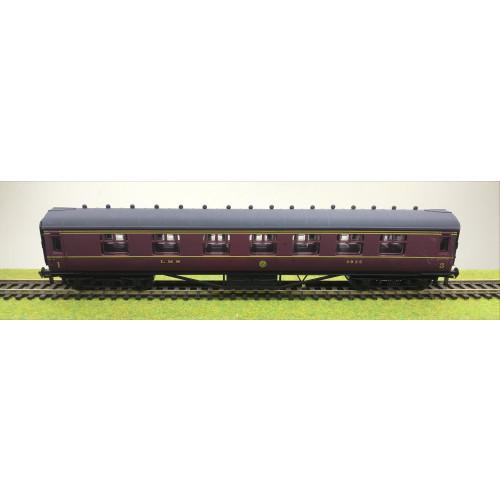 Airfix LMS First/Third Class Corridor Coach No.3935 in LMS Maroon