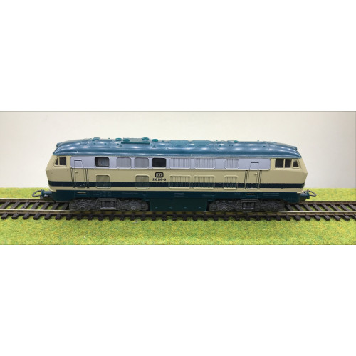 Lima HO Scale DB 218 218-6 Diesel Locomotive in Blue/Cream Livery
