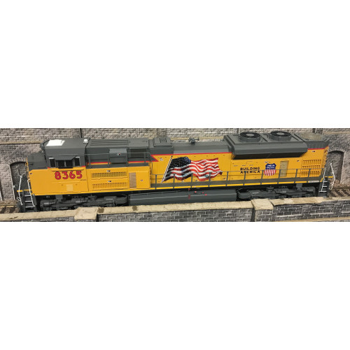 Athearn G68621 HO Scale Genesis Union Pacific SD70ACe Diesel Locomotive No.8365 in Yellow / Grey Livery - Code 8365 - DCC Sound