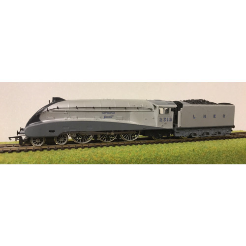 Hornby 00 Gauge A4 4-6-2 Steam Locomotive No.2512 Silver Fox in LNER Silver Livery