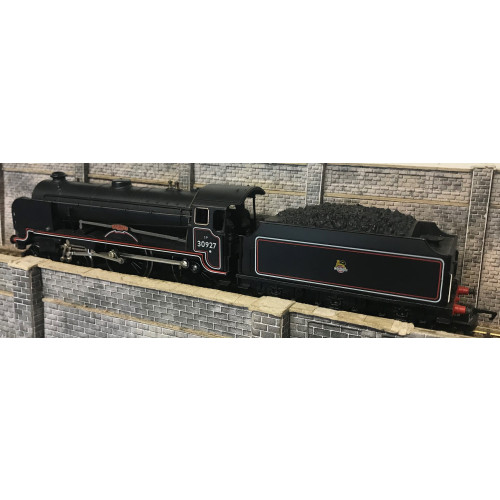 Hornby R084 00 Gauge BR 4-4-0 Schools Class Steam Locomotive No.30927 Clifton in BR Lined Black