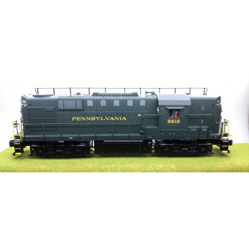 Lionel 6-28544 RS-11 Pennsylvania Switcher No.8618 in Dark Green Livery