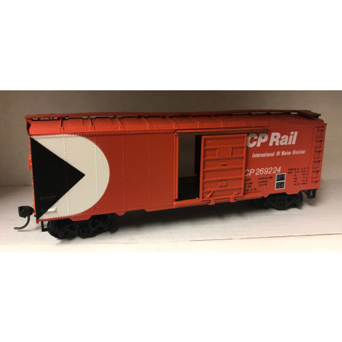 Atlas HO Scale CP Rail Box Car with Sliding Doors
