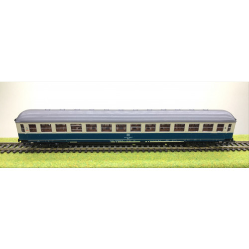 Roco 4256 HO Scale Second Class Passenger Coach for DB Railways in Blue/Cream Livery