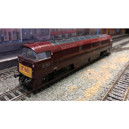 Heljan 5214 Class 52 Western Diesel Locomotive No.D1001 Western Pathfinder in Gloss Maroon - DCC Fitted
