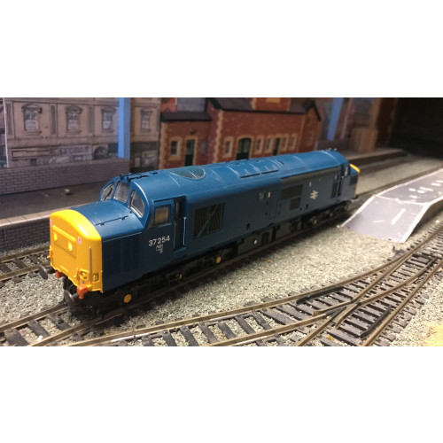 Bachmann 32-776DS Class 37/0 Diesel Locomotive No.37254 in BR Blue with Headcode - Sound Fitted