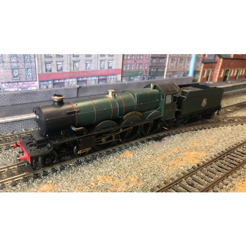 Hornby R2849 4-6-0 Castle Class Steam Locomotive No.5068 Beverston Castle in BR Green with Early Emblem - DCC Fitted