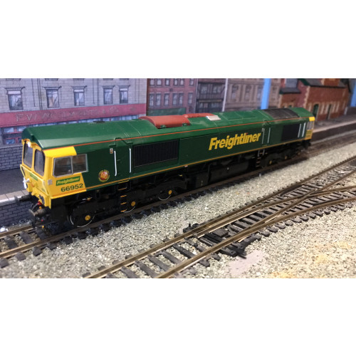 Bachmann 32-975 Class 66/9 Diesel Locomotive No.66952 in Freightliner Green - Sound Fitted