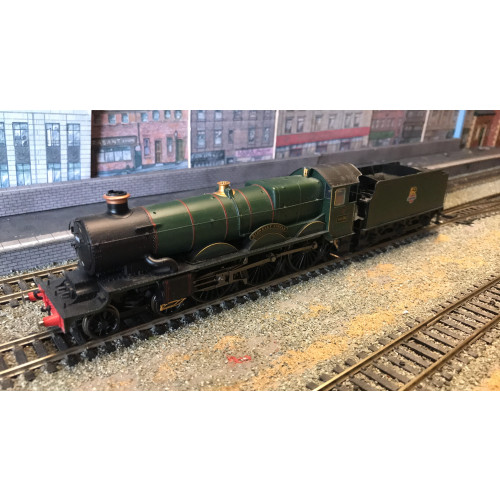 Hornby R2897XS Castle Class 4-6-0 Steam Locomotive No.4098 Kidwelly Castle in BR Green with Early Emblem - Sound Fitted