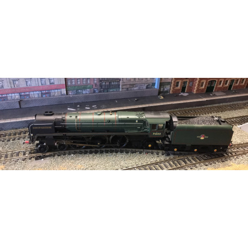 Hornby R3141 BR Standard Class 8P 4-6-2 Steam Locomotive No.71000 in BR Brunswick Green