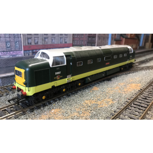 Bachmann 32-525DS Class 55 Deltic Diesel Locomotive No.D9007 Pinza in BR Two Tone Green - Sound Fitted