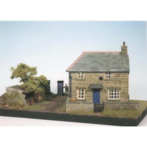 CK10 Farm Cottage Scene