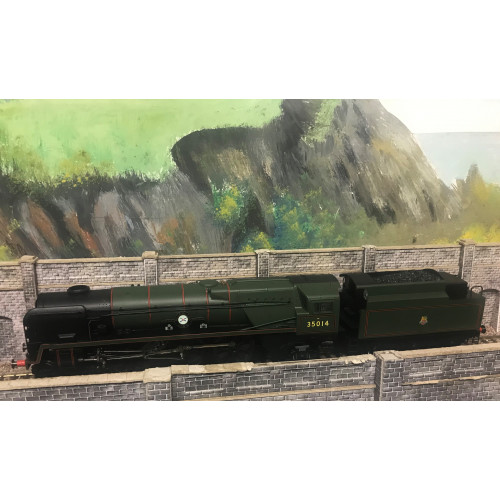 Hornby R3566 00 Gauge Merchant Navy Class 4-6-2 Steam Locomotive No.35014 Nederland Line in BR Lined Green with Early Emblem - DCC Sound