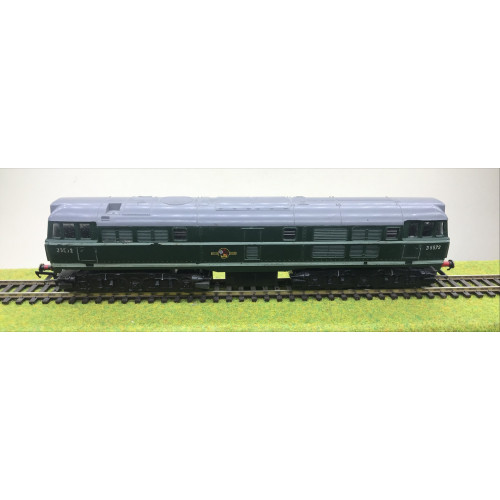 Triang R357 Class 31 Brush Type 2 Diesel Locomotive No.D5572 in Green with Half Yellow Ends