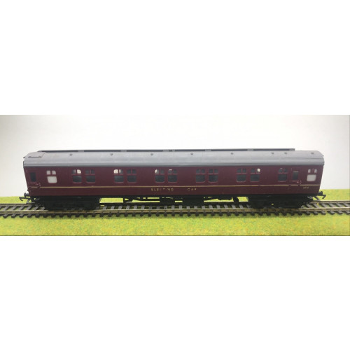 Triang BR Mk.1 Sleeping Coach in Crimson Livery