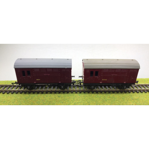 Tri-ang Horse Boxes x 2 Nos.B542 and B547 in Crimson