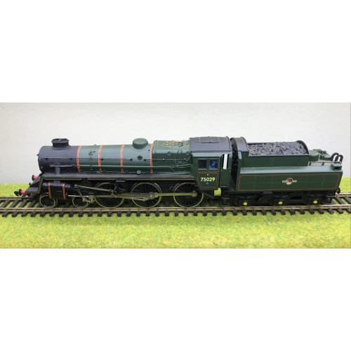 Bachmann 31-106 Standard Class 4MT 4-6-0 Steam Locomotive No.75029 in BR Green with Late Crest & BR2 Tender