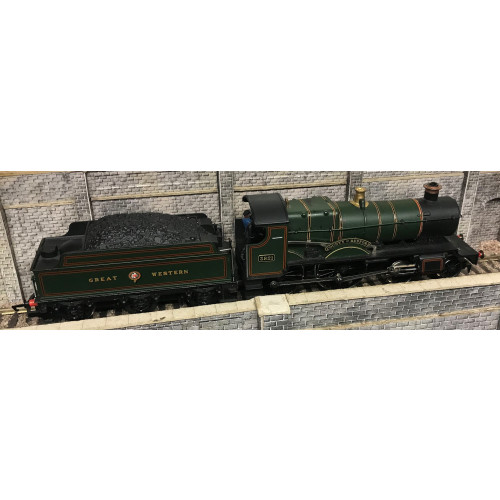Hornby R392 GWR 4-4-0 County Class Steam Locomotive No.3821 County of Bedford