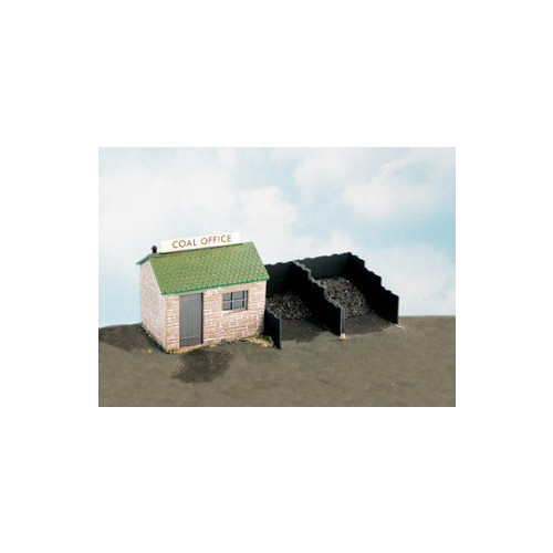SS15 Coal Yard & Hut includes Plastic Coal